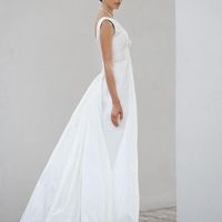 Angel: платья для тех кто ценит разнообразие образа. Нежнейшее кружевное платье с длинной юбкой из натуральной тафты. Это платье имеет неоценимые преимущества в виде идеального корсета, и необычной драпировки платья спереди. Ткани: натуральная тафта, кру