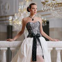 Casanova: роскошное платье для смелой невесты! Сочетание длинного шлейфа и короткой юбки, кружевной узор  и  великолепный корсет – такой образ не останется незамеченным. Ткань: натуральная тафта, кружево Цвет платья: белый, молочный, кремовый, шампань