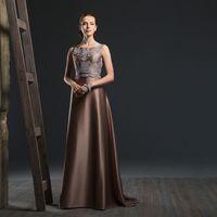 Deya Это платье для тех, кто ищет вдохновение в цвете! Шикарное атласное платье с роскошным вырезом на спине и утонченным кружевным декором создано для тех, кто ценит нетривиальные сочетания! Ткани и материалы: атлас, кружево Цвет платья: молочный, шок