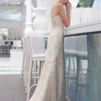 PORTOBRAVO Роскошное силуэтное платье выполнено из тончайшего кружева, расшитого стеклярусом. Шикарный и романтичный образ, ни больше, ни меньше!
