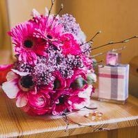 Букет невесты из розовых гербер,маков и серени
