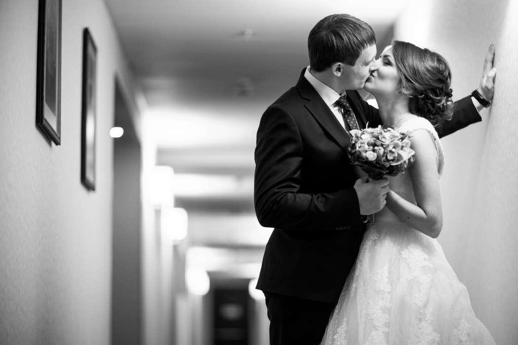 используется фото для брачного агентства сослуживцев