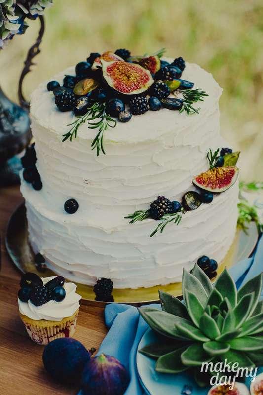 """Мастика давно не в моде. Выбирайте красивые """"голые"""" тортики. Не пожалеете.  - фото 3778985 Свадебное агентство Make my day"""