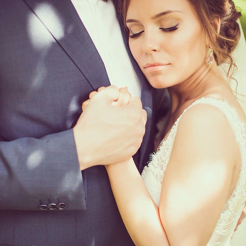 Небрежный пучок и легкий мейк - фото 3017397 Свадебный стилист Кучумова Селия