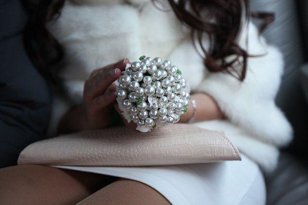 """Букет невесты из серебряных блестящих больших бусин  - фото 807999 """"Моя свадьба"""" - свадебный салон"""