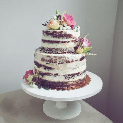 Голый торт (или naked cake) c цветочным декором