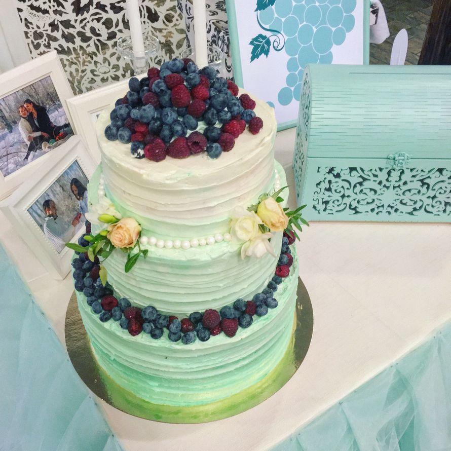 торт с ягодным декором - фото 12471986 Sweet - кафе-кондитерская