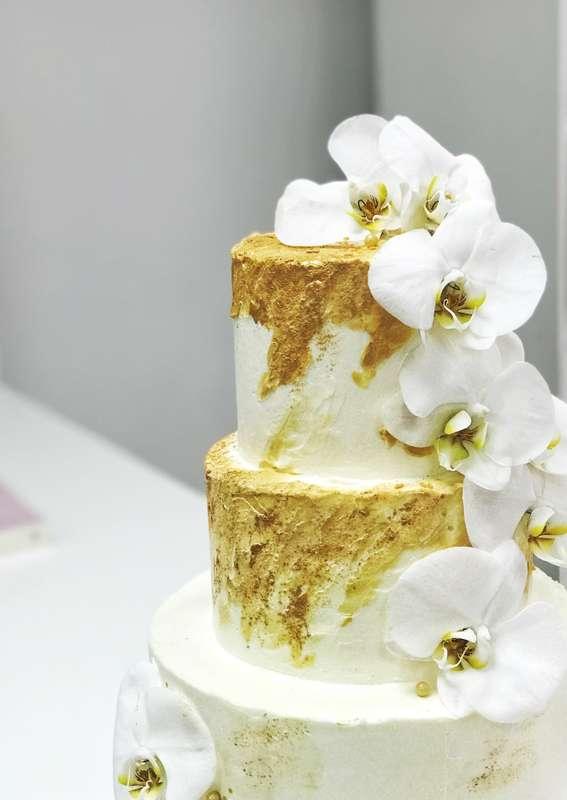 """Торт """"золото орхидей""""  стоимость 1900 Р/кг - закажите торт за 1 месяц или ранее и получите каждый 3-ий кг в подарок - фото 17665294 Sweet - кафе-кондитерская"""
