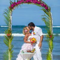 свадебный декор пальмовая ветка доминикана океан поцелуй приватный пляж