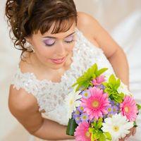 Образ невесты с букетом невесты из розовых и белых гербер