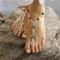 """Индийские браслеты """"пайял"""" из белого бисера,  коричневых бусин и металлических вставок-ромбов с узором на ступни невесты."""