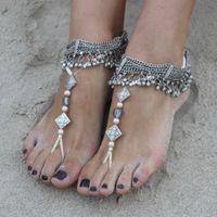 """Украшения для невесты в традиционном индийском стиле - массивные браслеты """"пайял"""" на ноги из посеребренных цепочек с колокольчиками, металлических вставок с узорами, прозрачных и бежевых жемчужных бусин."""