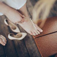 Украшение на ногу из жемчуга и цепочки. На нашей свадьбе.  Фотограф: А.Бодрова