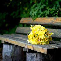Желтый букет невесты из калл, орхидей и астр