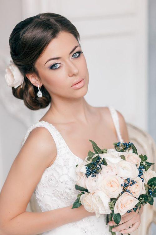 свадебный макияж прически букет фото