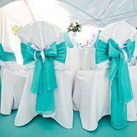 банты на стулья бирюзового цвета
