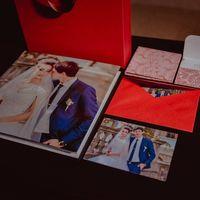 готовый результат со дня свадьбы Дианы и Артема) фотокнига 30х30  20 разворотов, конверт с фотографиями и 2 сд диска.