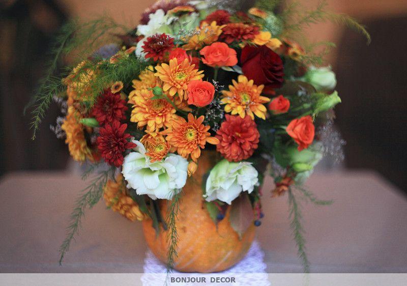 Букет из оранжевых и бордовых хризантем, амаранта, оранжевой веточной хризантемы, лизиантуса, кустовых коралловых роз, винограда, - фото 3606713 Bonjour decor - студия авторского декора