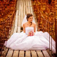 Невеста на подвесном мосту, золотая осень