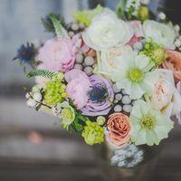Нежный букет невесты на свадьбе в стиле лофт
