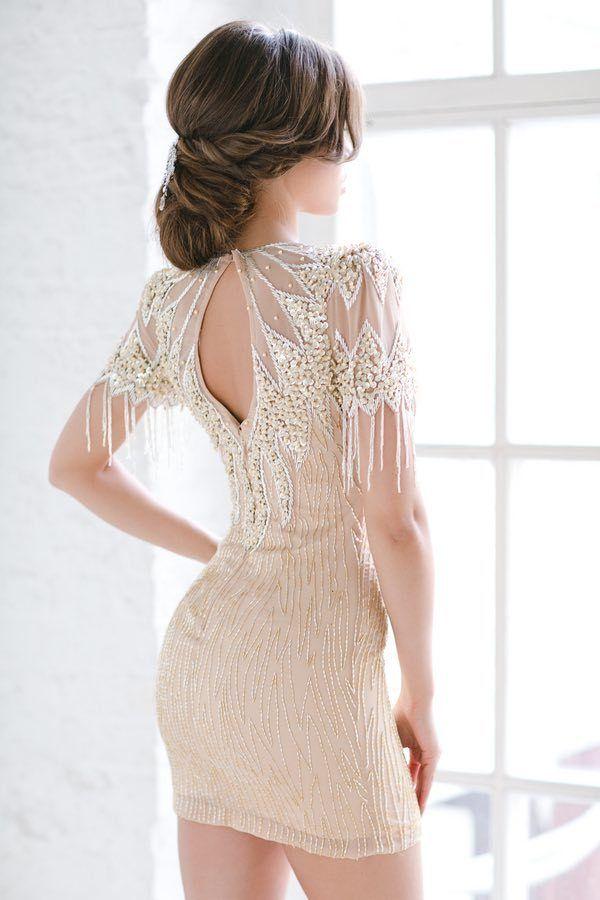 Прически под закрытое короткое платье