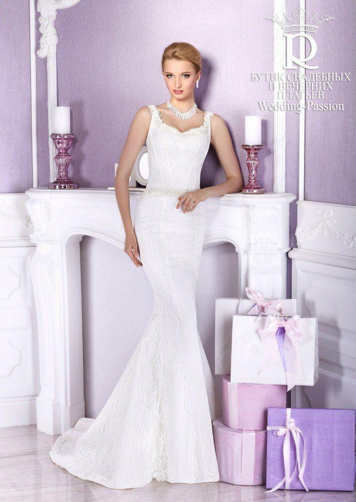 Невеста в кружевном силуэтном платье со шлейфом и корсетом на бретелях - фото 2864883 Свадебный салон Wedding Passion