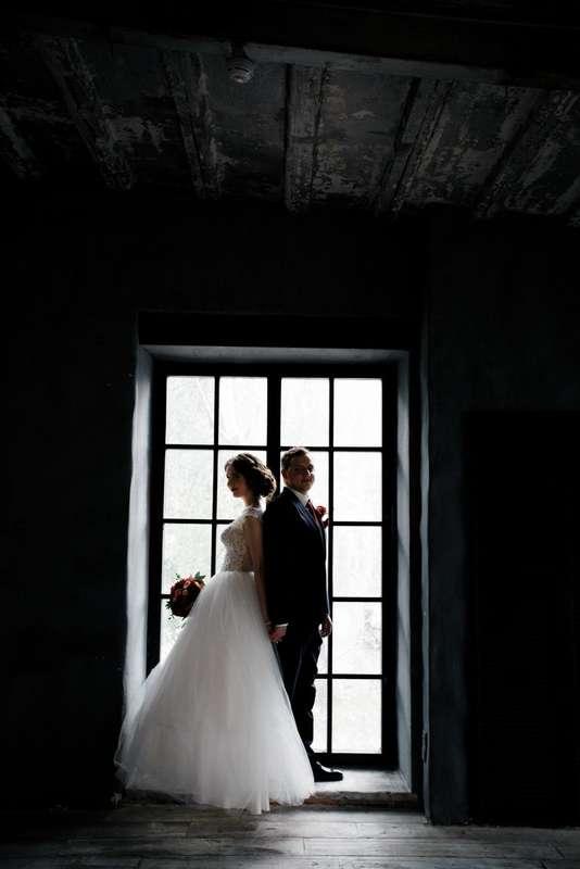 Фотосессия в лофте на свадьбу, бордо, марсала, свадебный букет - фото 16417548 Just Mood - свадебное агентство
