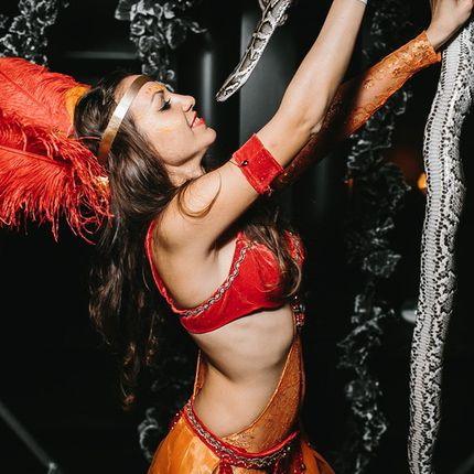 Хула-хуп шоу и танец со змеей