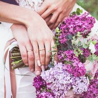 Букет невесты из сирени, роз и эвкалипта