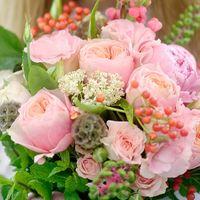 Букет невесты для той, кто любит пионы, но хочет, чтобы они выглядели не так, как у всех. Красочный и нежный!
