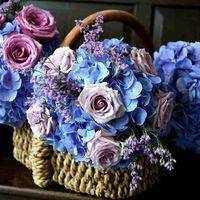 Букет подружек невесты из сиреневых роз, голубых гортензий и фиолетового лимониума