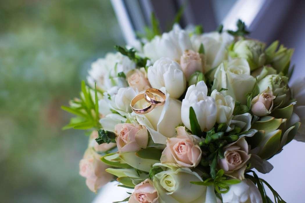 Букет невесты недорого из тюльпаны и розы, сирень розы букеты