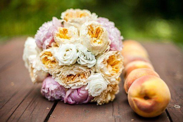 """Букет невесты из розовых пионов, белых и персиковых роз Дэвид Остин  - фото 2252258 Свадебная студия """"Айвори"""", оформление"""