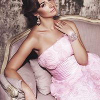 розовое платье. классическая прическа. макияж в розовых тонах