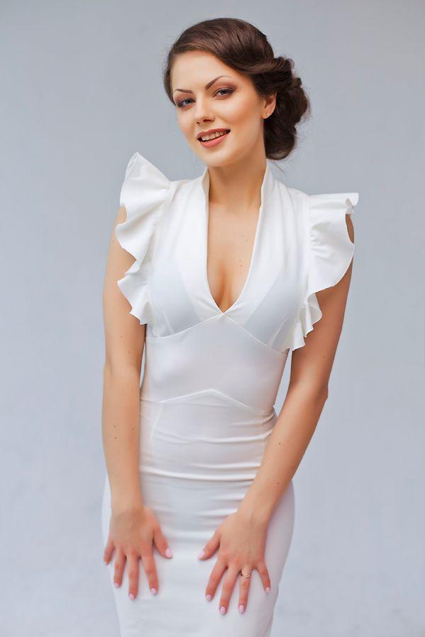 низкий пучек. классический элегантный макияж - фото 2415301 Стилист-визажист Катрина Петренко