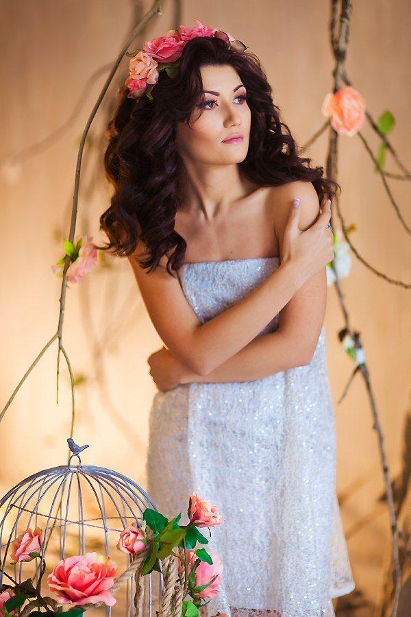 романтический образ, венок из цветов - фото 2415325 Стилист-визажист Катрина Петренко