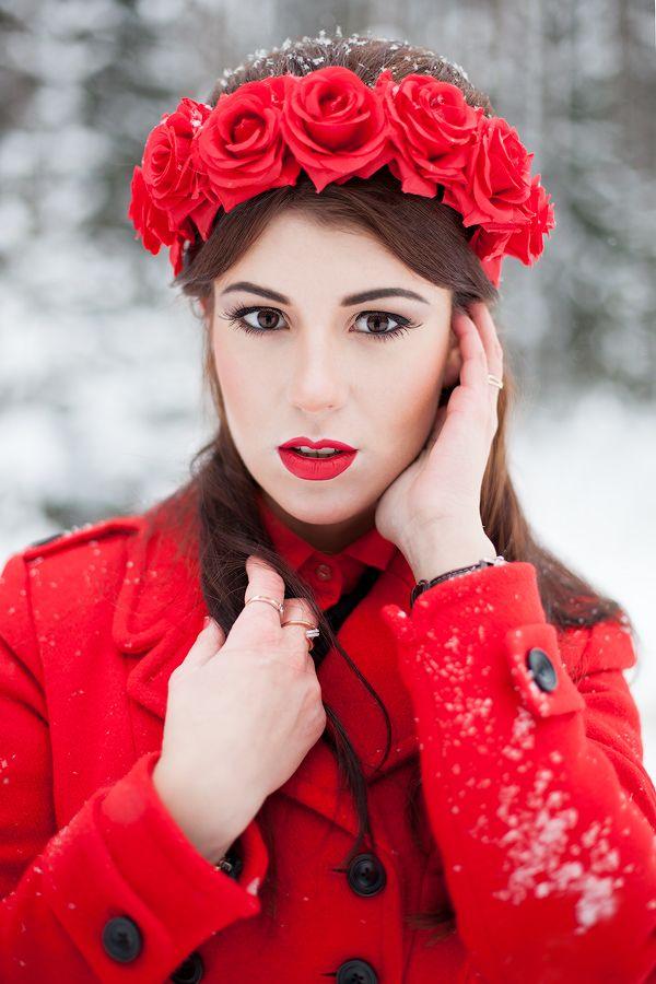 Причёску невесты украшает ободок с красными розами - фото 2415335 Стилист-визажист Катрина Петренко