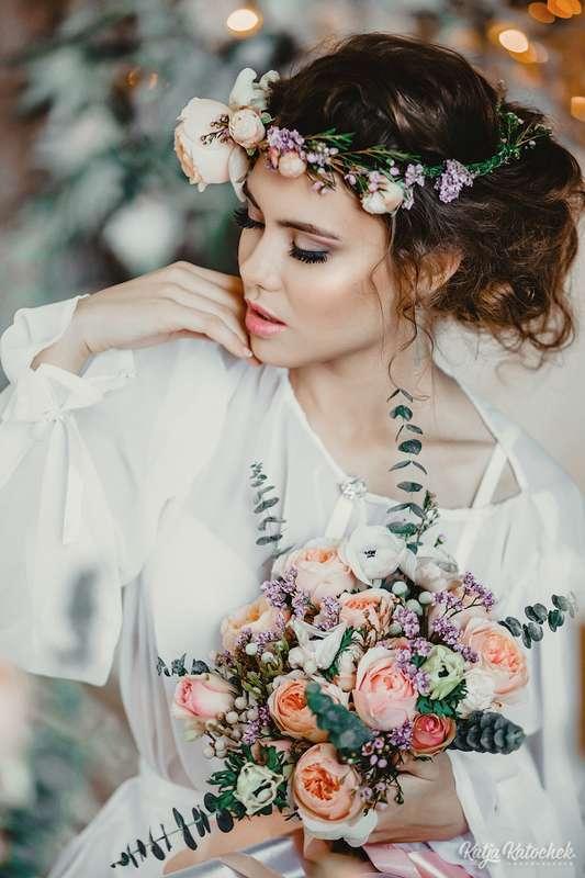 Невеста в стиле БОХО, низкий пучек, романтическая, цветы, венок, светлый образ - фото 3790387 Стилист-визажист Катрина Петренко