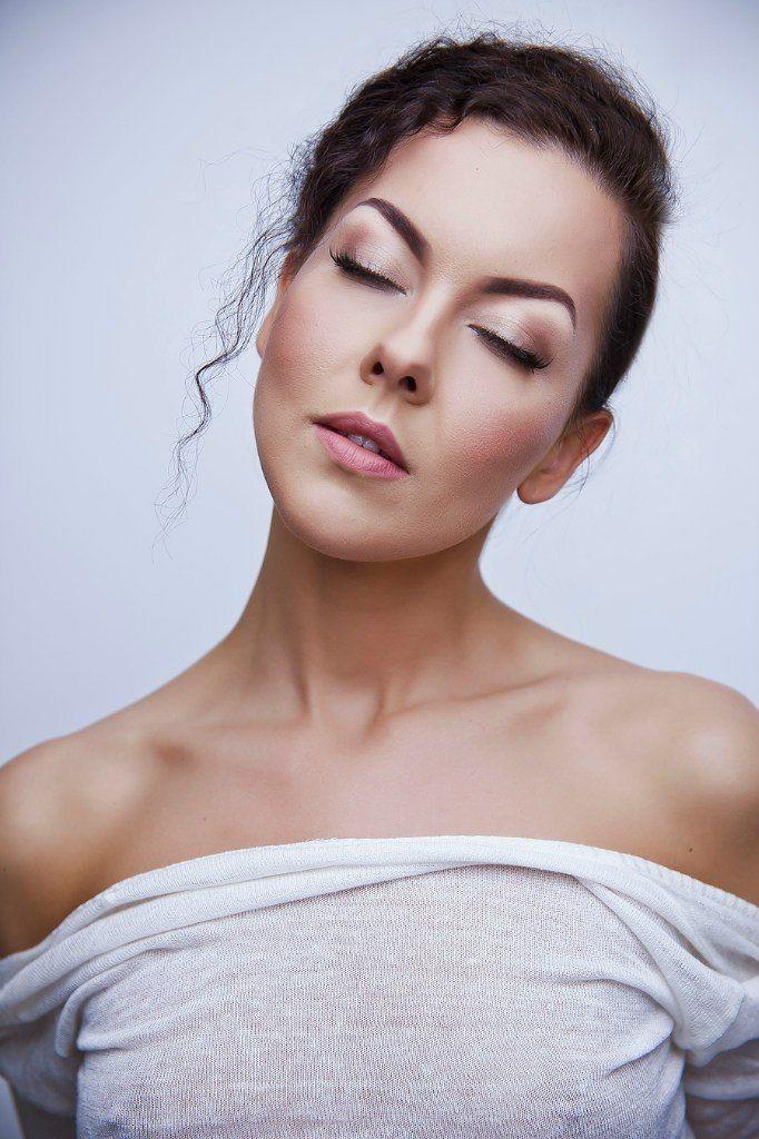 сочный, яркий, свадебный, низкий пучок, косы, сексуальный, чувственный, принцесса - фото 4635329 Стилист-визажист Катрина Петренко