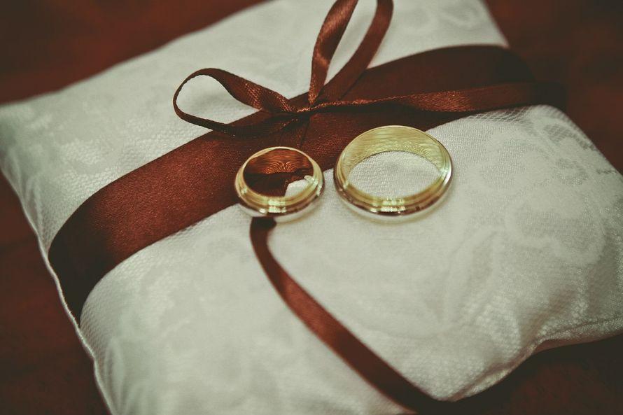 когда она картинки обручальные кольца на подушечке обеду
