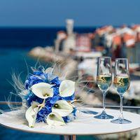 Букет невесты из голубых гортензий и белых астр
