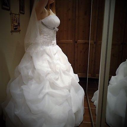 Платье с лентой под грудью