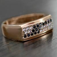 Кольцо из красного золота с черными и белыми бриллиантами