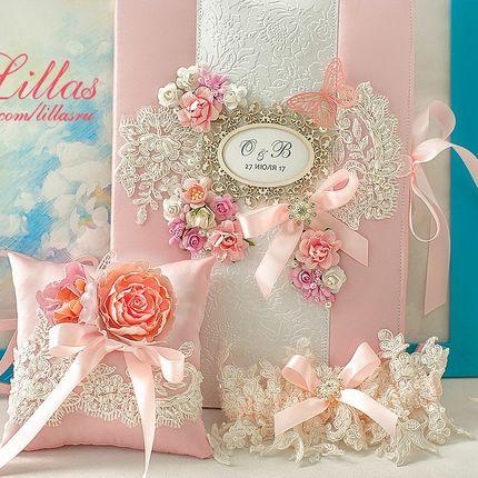 Розовая подушечка для колец с цветами в технике шелковой флористики