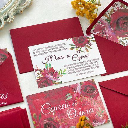 Приглашения с конверте в цвете марсала