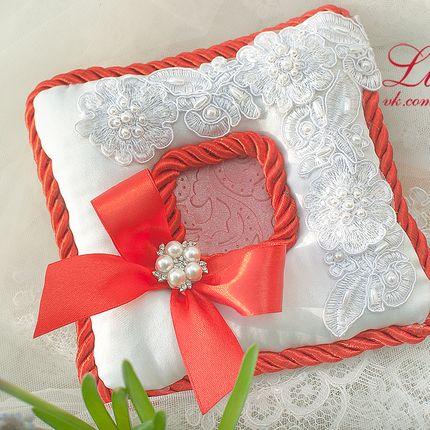 Плоская подушечка выполняется в цвете вашей свадьбы
