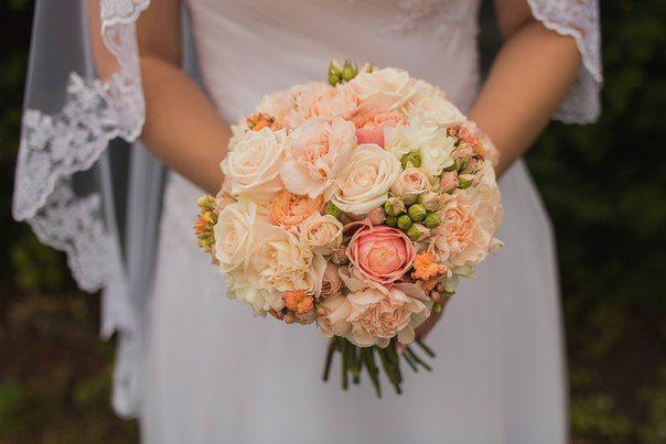 Букет невесты в круглом стиле из нежно-розовых роз и гвоздик  - фото 2330060 Флорист Наталья Жукова