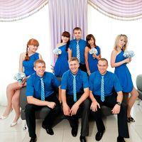 Друзья жениха и подружки невесты в синем