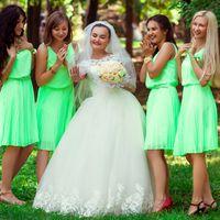 Невеста и её подружки в зеленом