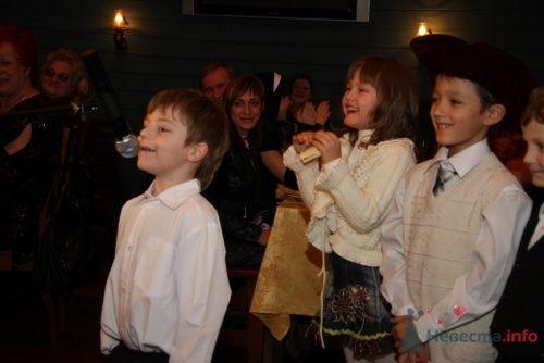 Музыкальное поздравление от юных гостей - фото 4460 Ведущая Полякова Ольга